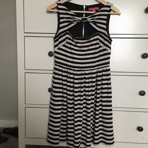 Betsey Johnson Flirty Bow neck dress